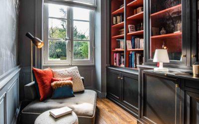 Transformer avec style un couloir en boudoir bibliothèque cabinet de curiosités